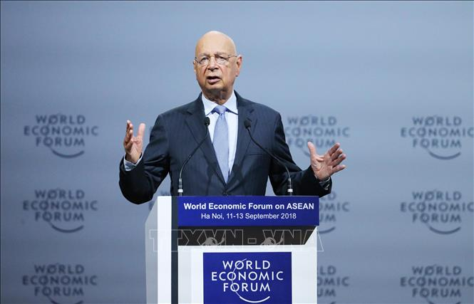 Photo: Executive Chairman of the World Economic Forum Klaus Schwab speaks at the forum. VNA Photo: Lâm Khánh