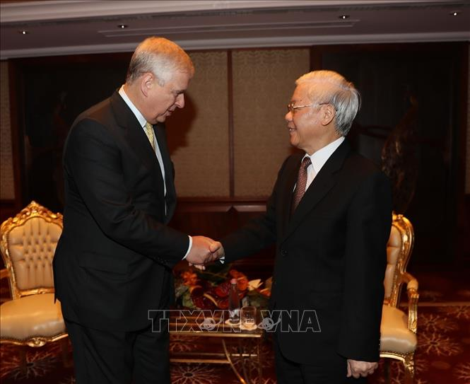 Photo: Party General Secretary Nguyen Phu Trong (R) shakes hands with Prince Andrew, Duke of York (L). VNA Photo: Trí Dũng