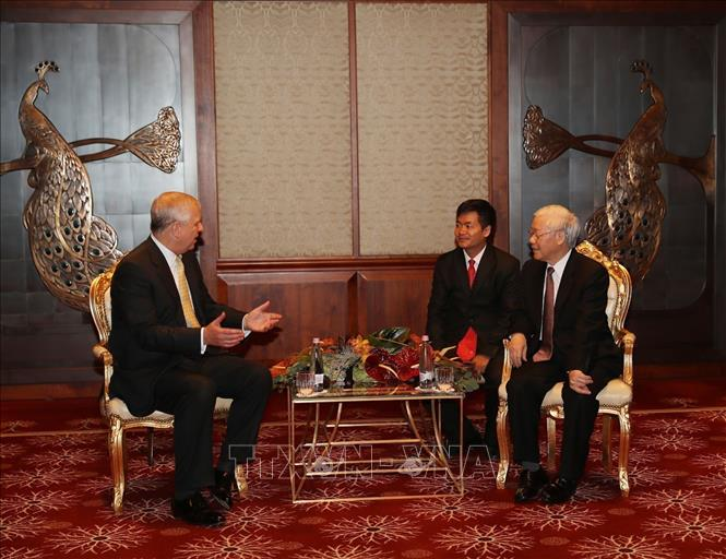 Photo: Party General Secretary Nguyen Phu Trong (R) holds talks with Prince Andrew, Duke of York (L). VNA Photo: Trí Dũng