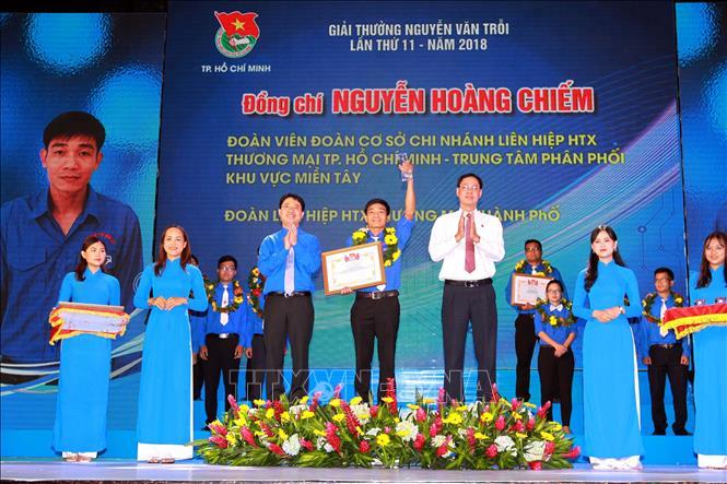Trong Ảnh: Bí Thư Thành Đoàn Thành Phố Hồ Chí Minh Phạm Hồng Sơn (