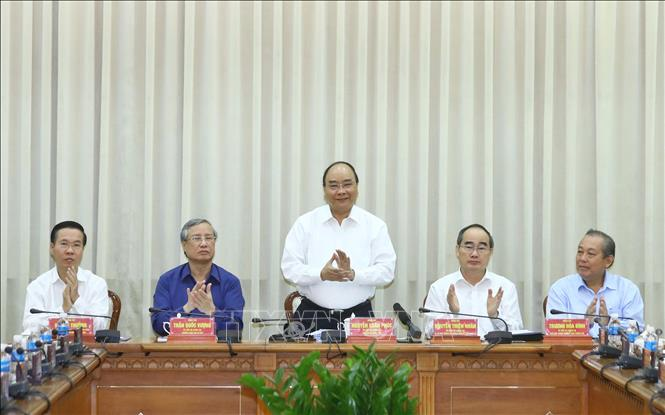 Photo: PM Nguyen Xuan Phuc chairs the conference. VNA Photo: Thống Nhất