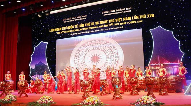 Photo: An art performance opens the gala night. VNA Photo: Văn Đức