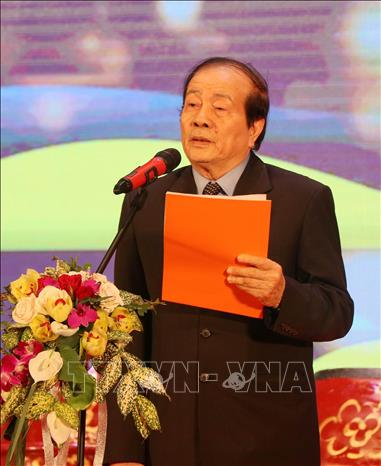 Photo: Poet Huu Thinh, Chairman of the Vietnamese Writers' Association, delivers the opening speech. VNA Photo: Văn Đức