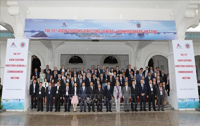 Photo: Delegates pose for a group photo. VNA Photo: Phạm Hậu