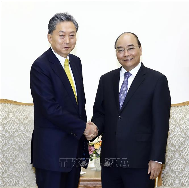 Photo: Prime Minister Nguyen Xuan Phuc receives President of the East Asian Community Institute of Japan Hatoyama Yukio. VNA Photo: Thống Nhất