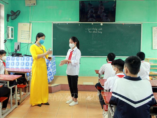Tens of millions of students back to school after long COVID-19 break - VNA Photos - Vietnam News Agency (VNA)