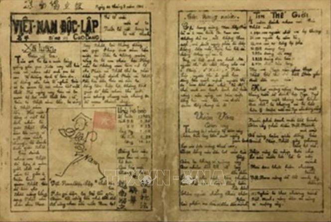 Trong ảnh: Sau gần 30 năm bôn ba ở nước ngoài, tháng 1/1941, Chủ tịch Hồ Chí Minh trở về Tổ quốc và sáng lập báo Việt Nam Độc lập (số đầu tiên được đánh số 101,  ra ngày 1/8/1941) nhằm kêu gọi nhân dân đoàn kết vững bền cùng nhau cứu nước. Ảnh: Tư liệu/TTXVN phát