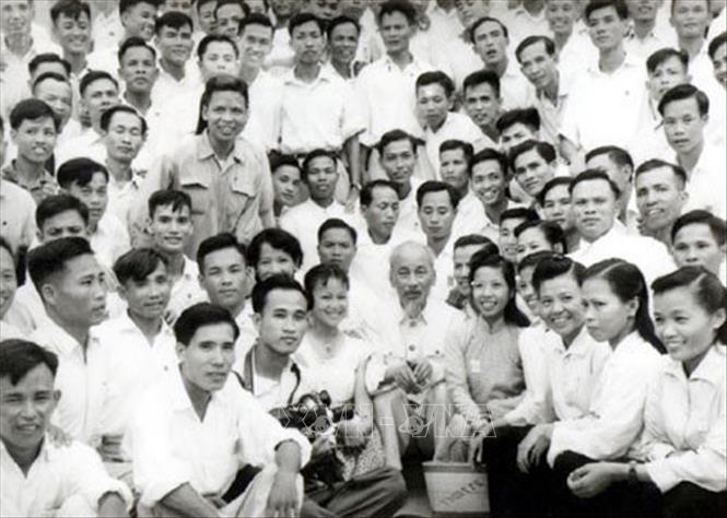 Trong ảnh: Chủ tịch Hồ Chí Minh với các nhà báo, năm 1960. Ảnh: Tư liệu TTXVN
