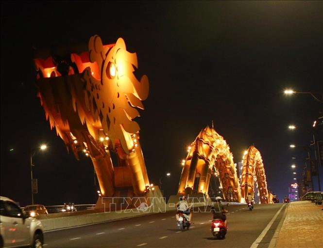 Photo: Da Nang streets are deserted before applying social distancing measures. VNA Photo: Trần Lê Lâm