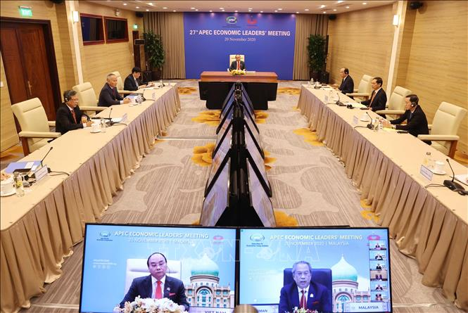Photo: PM Nguyen Xuan Phuc attends the meeting in Hanoi. VNA Photo