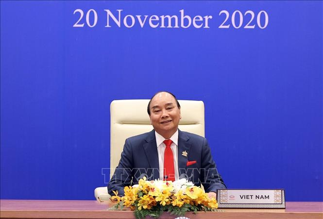 Photo: PM Nguyen Xuan Phuc attends the meeting in Hanoi. VNA Photo: Thống Nhất