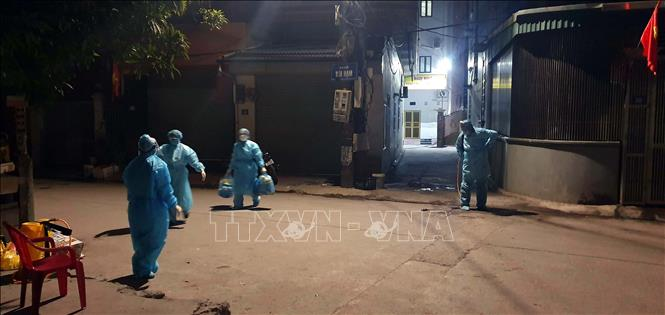 Photo: Sterilising the residential area of the newly-found case in Quang Ninh province.