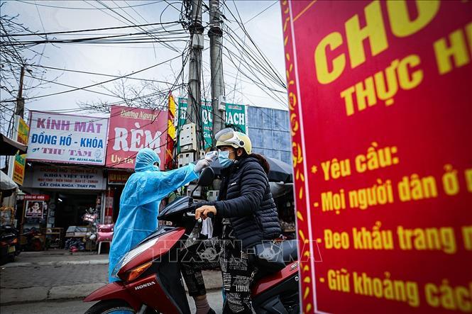COVID-19: Tỉnh Hòa Bình lập chốt kiểm tra thân nhiệt, nhắc nhở người dân  đeo khẩu trang - Ảnh chuyên đề - Thông tấn xã Việt Nam (TTXVN)